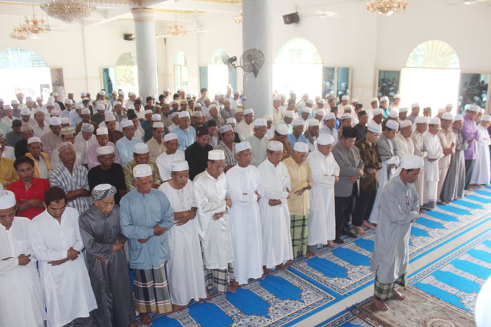 Cambodian Muslim community prays (Salat) to supplicate for safety