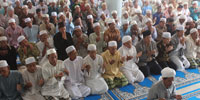 Cambodian Muslim community prays (Salat) to supplicate for safety the missing  Malaysian Airlines MH370